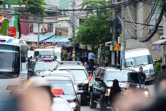Người dân TP HCM hào hứng chào đón đoàn xe TT Mỹ Obama - Ảnh 12.