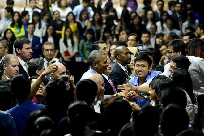 15 hình ảnh thân thiện của Tổng thống Obama ở Việt Nam - Ảnh 15.