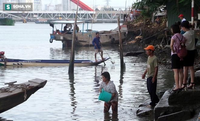 Đội quân rình mò để chích điện bắt cá vừa được thả phóng sinh - Ảnh 8.