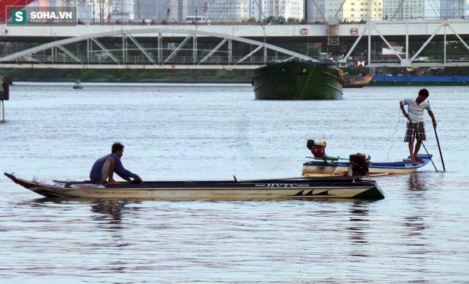 Đội quân rình mò để chích điện bắt cá vừa được thả phóng sinh - Ảnh 13.