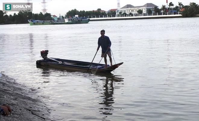 Đội quân rình mò để chích điện bắt cá vừa được thả phóng sinh - Ảnh 9.
