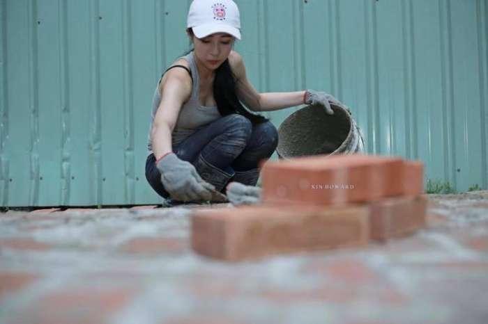 Hot girl phụ hồ khiến anh chàng nào cũng muốn làm thợ xây - Ảnh 2.
