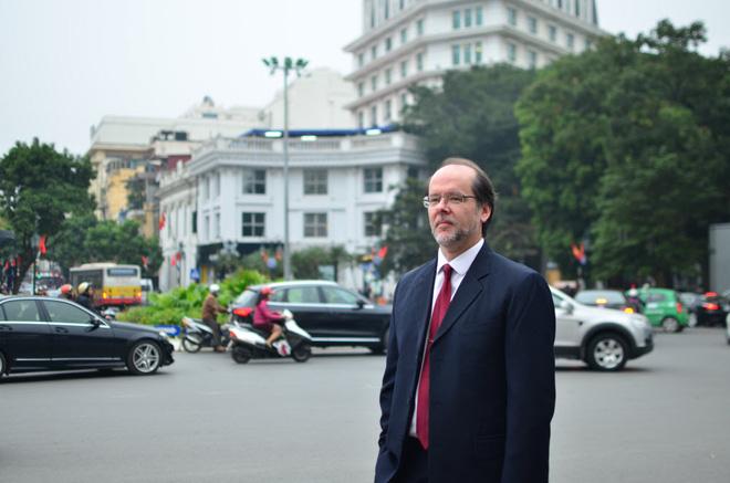 GS Mỹ: Để Bob Kerrey làm Chủ tịch ĐH Fulbright VN là nỗi hổ thẹn - Ảnh 1.