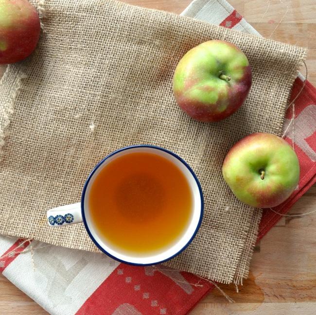 Thử ngâm chân trong giấm táo vài phút, bạn sẽ thấy điều kì diệu - Ảnh 1.