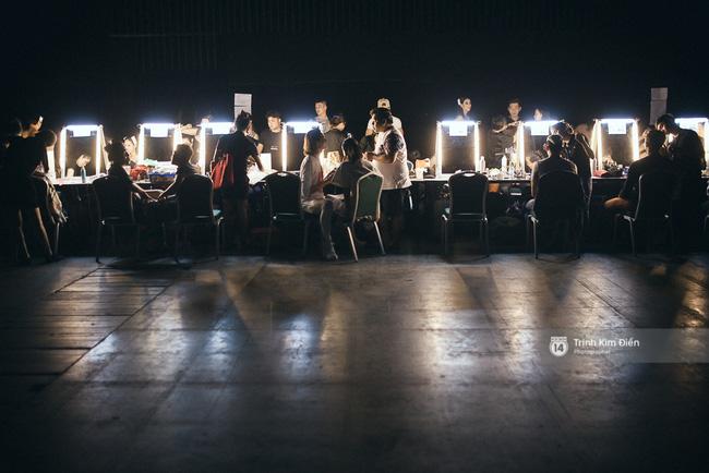Đêm hội Chân dài 10: Những khoảnh khắc sáng nhất đằng sau bóng tối hậu trường - Ảnh 1.