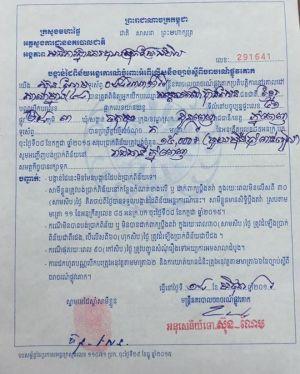 Thủ tướng Campuchia đi xe máy không đội mũ bảo hiểm, bị công an bắt - Ảnh 1.