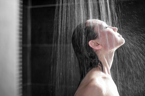 Đây là những lý do tại sao bạn nhất định phải đi tiểu khi tắm - Ảnh 1.