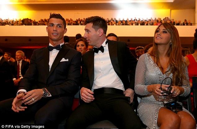 Messi và Ronaldo có thể hụt danh hiệu Quả bóng vàng 2016 - Ảnh 1.