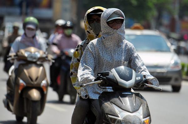 Những sự thật kinh hãi ẩn sau chiếc áo chống nắng không được giặt mỗi ngày - Ảnh 1.