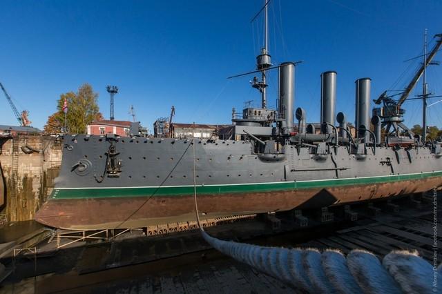 ẢNH+VIDEO: Tổng thống Putin thăm chiến hạm Rạng Đông huyền thoại - Ảnh 1.