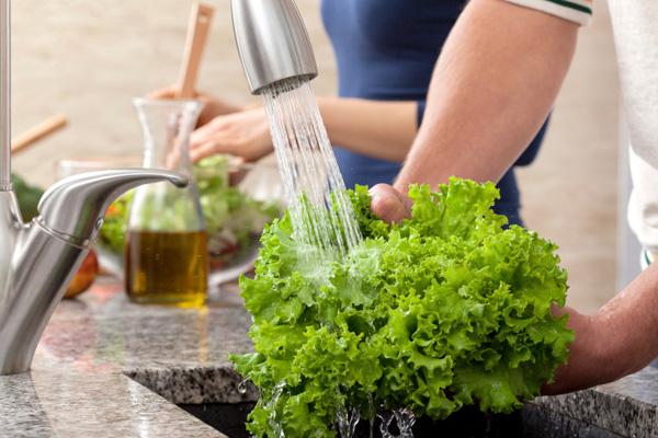 Nếu muốn khử sạch thuốc trừ sâu trong rau củ quả, bạn nhất định phải đọc bài viết này - Ảnh 1.