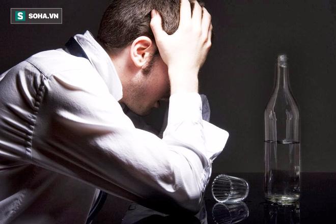 Tác hại kinh khủng của rượu khiến người uống phải tháo khớp háng - Ảnh 1.