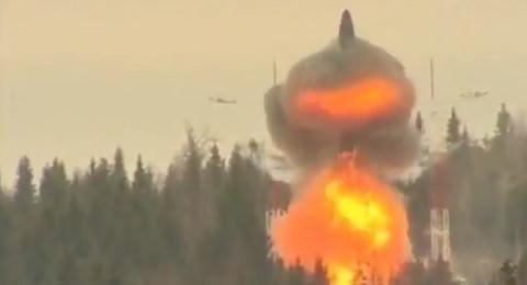 Tên lửa Topol kiểu mới bắn trúng mục tiêu cách 800 km  - Ảnh 1.