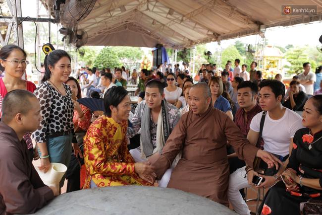 Cập nhật: Các nghệ sĩ đến thăm đền thờ Tổ trị giá 100 tỷ của Hoài Linh - Ảnh 1.