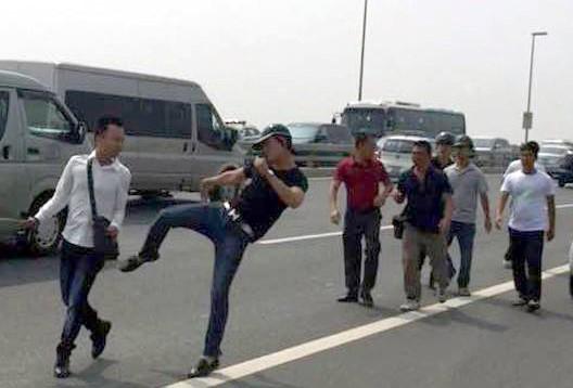 Công an Hà Nội yêu cầu CA Đông Anh báo cáo vụ PV bị hành hung - Ảnh 1.