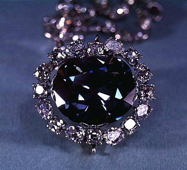 Kết quả hình ảnh cho Câu chuyện về viên kim cương đen và lời nguyền chết chóc