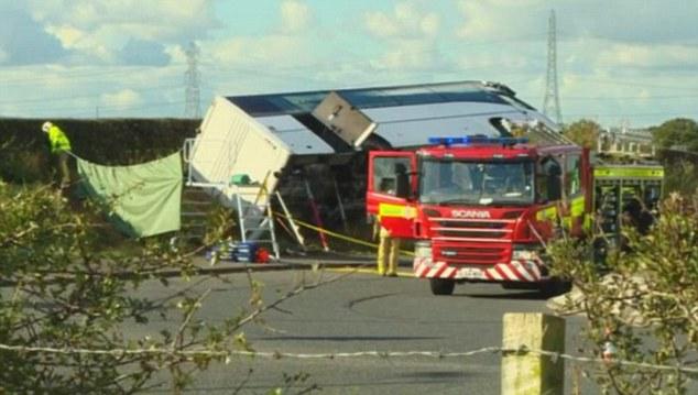 Xe buýt chở CĐV bóng đá gặp tai nạn nghiêm trọng khiến 19 người thương vong - Ảnh 1.