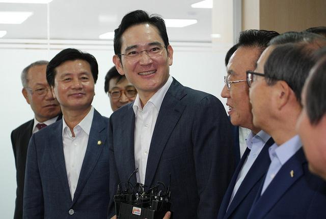 Samsung Electronics bất ngờ bị kêu gọi chia tách làm đôi, cổ phiếu tăng kỷ lục - Ảnh 1.