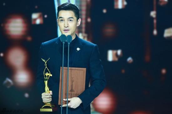 Hồ Ca và Triệu Lệ Dĩnh giành chiến thắng tại Lễ trao giải Kim Ưng 2016 - Ảnh 1.