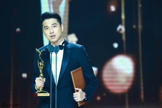Hồ Ca và Triệu Lệ Dĩnh giành chiến thắng tại Lễ trao giải Kim Ưng 2016 - Ảnh 2.