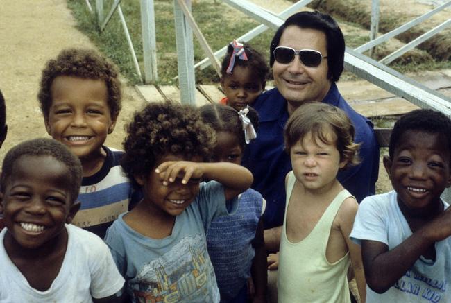 Vụ thảm sát kinh hoàng tại Jonestown: Gần 1.000 người uống thuốc độc, tự sát tập thể - Ảnh 1.