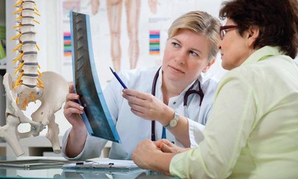 Nếu những dấu hiệu này xuất hiện thường xuyên, rất có thể bạn đã bị loãng xương - Ảnh 1.