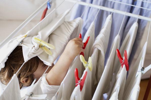 Cẩn thận nguy cơ u nấm phổi, xuất huyết, tử vong nhanh chỉ vì phơi quần áo không đúng cách ngày mưa - Ảnh 2.