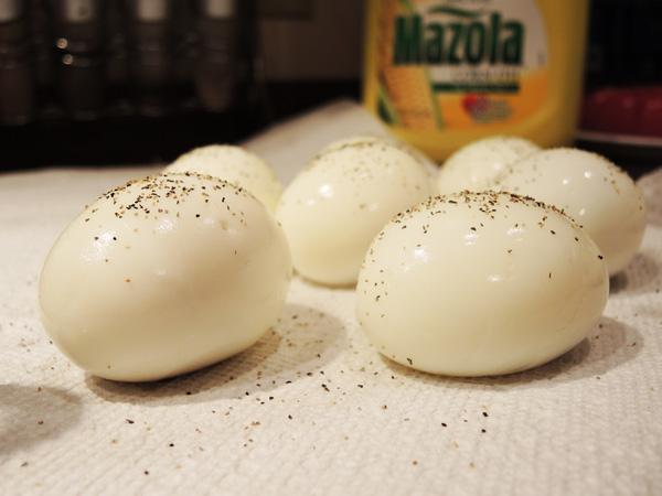 Điều gì sẽ xảy ra trong cơ thể bạn khi ăn trứng với hạt tiêu đen mỗi sáng? - Ảnh 1.