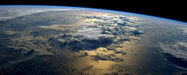 Các nhà khoa học phát hiện lá chắn từ trường của Trái Đất bị nứt do bị tia vũ trụ bắn vào - Ảnh 1.