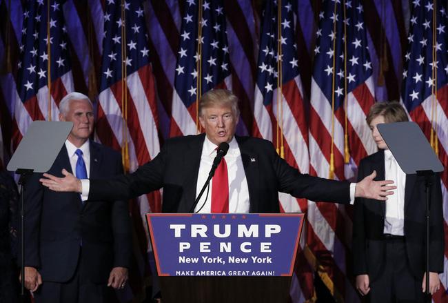 Bí mật bất ngờ phía sau chiếc cà vạt đỏ của tân Tổng thống Mỹ Donald Trump - Ảnh 1.