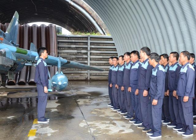 Quân chủng PK-KQ tổ chức Ngày Kỹ thuật mẫu cho khối các Trung đoàn Không quân tiêm kích bom Su-22 - Ảnh 2.