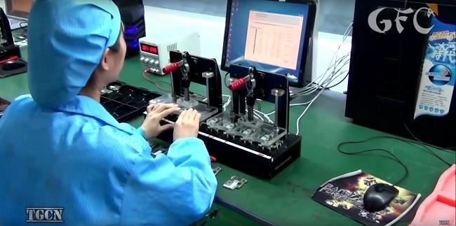 Cận cảnh quá trình sản xuất điện thoại công nghiệp của Trung Quốc - Ảnh 1.