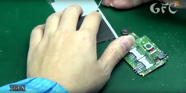 Cận cảnh quá trình sản xuất điện thoại công nghiệp của Trung Quốc - Ảnh 2.