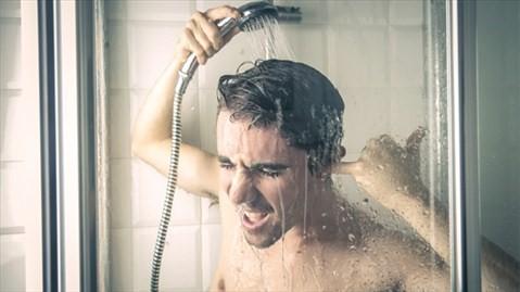 Có nên tắm nước nóng khi trời lạnh? - Ảnh 1.