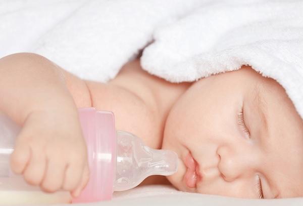 Pha sữa với nước, mẹ hối hận không kịp khi tự gây ra cái chết thương tâm cho con mới 10 ngày tuổi - Ảnh 2.
