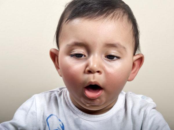 Rất nhiều trẻ đã tử vong khi ăn nho chỉ vì người lớn không biết cách cắt nho này - Ảnh 2.