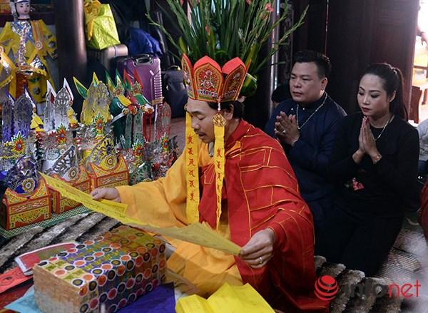 Huyền bí lễ mở phủ trong tín ngưỡng Thờ Mẫu của người Việt - Ảnh 1.