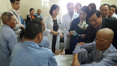 Kỷ luật 7 cán bộ Bệnh viện K vì vòi vĩnh người bệnh  - Ảnh 1.