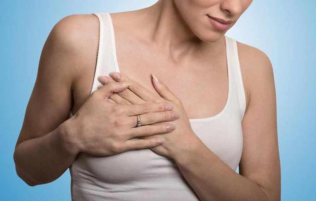 Cẩn trọng với 4 dấu hiệu ai cũng tưởng bình thường nhưng hóa ra là biểu hiện âm thầm của bệnh ung thư vú - Ảnh 3.