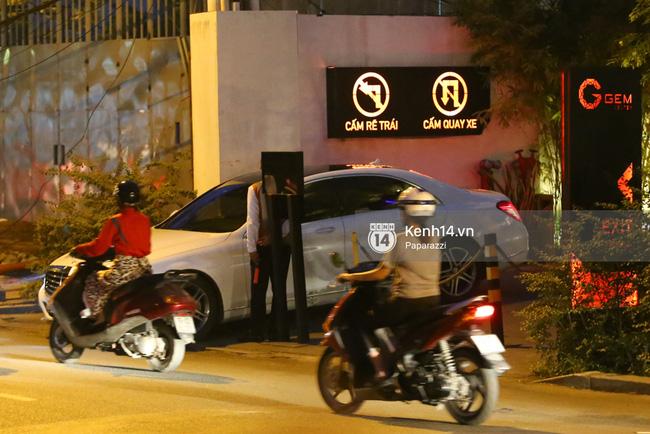 Trấn Thành lái xe chở Hari Won chạy ngược chiều, vi phạm luật an toàn giao thông - Ảnh 1.