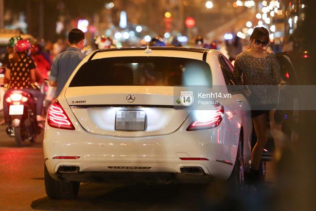 Trấn Thành lái xe chở Hari Won chạy ngược chiều, vi phạm luật an toàn giao thông - Ảnh 2.