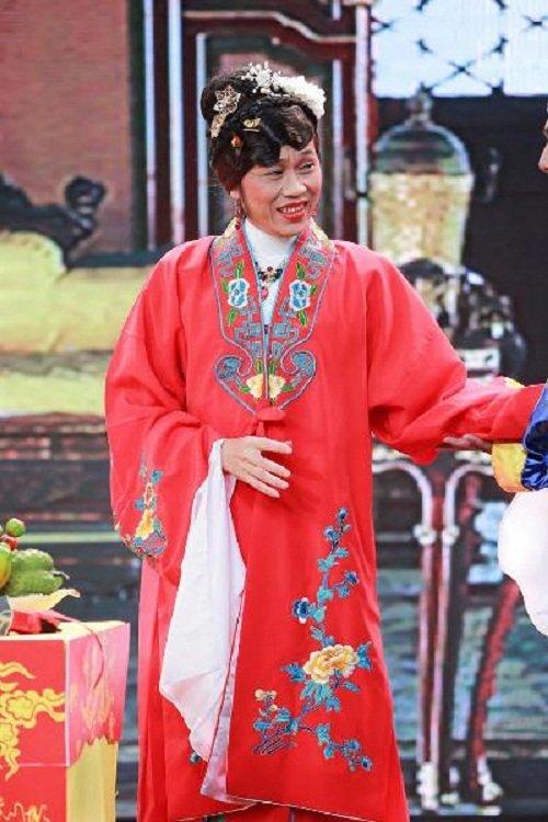 Hoa hậu cũng phải ghen với những hình ảnh này của Hoài Linh - Ảnh 10.
