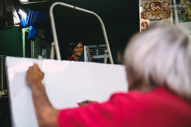 Người họa sĩ già và những tấm biển quảng cáo vẽ tay độc nhất vô nhị ở Sài Gòn - Ảnh 11.