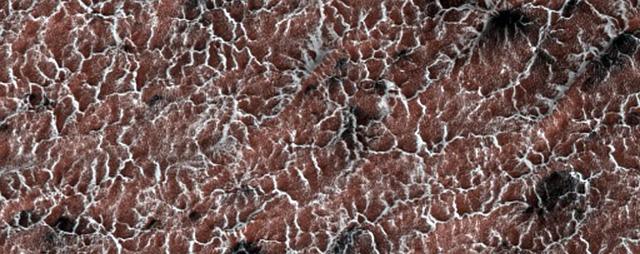 NASA công bố 2.540 hình ảnh tuyệt đẹp về sao Hỏa được ghi lại trong hơn 10 năm - Ảnh 11.