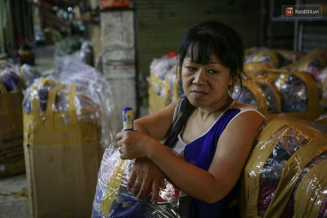 Chợ Lớn tạm ngưng hoạt động 1 năm, các tiểu thương cuối cùng buồn bã dọn hàng - Ảnh 13.