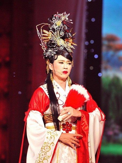 Hoa hậu cũng phải ghen với những hình ảnh này của Hoài Linh - Ảnh 13.