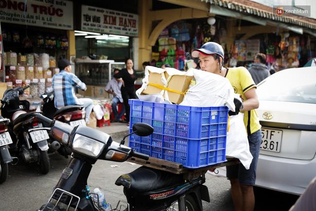 Chợ Lớn tạm ngưng hoạt động 1 năm, các tiểu thương cuối cùng buồn bã dọn hàng - Ảnh 14.