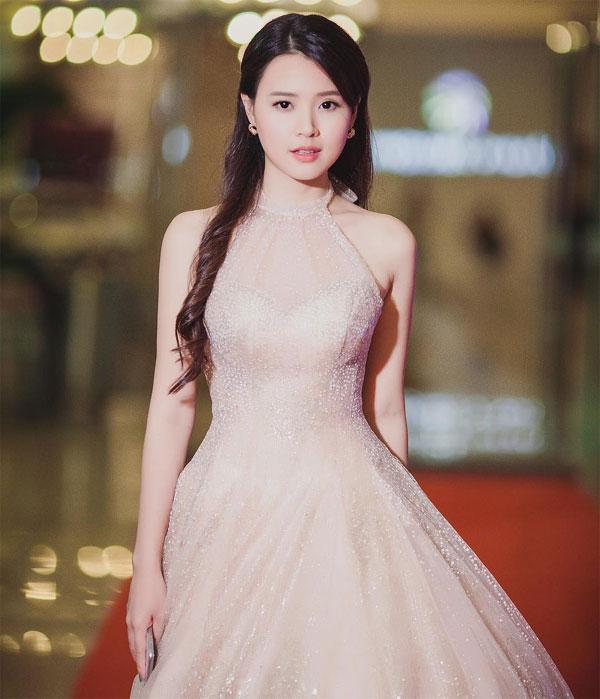 Midu được khen xinh hơn Hoa hậu chính vì những khoảnh khắc này đây - Ảnh 14.