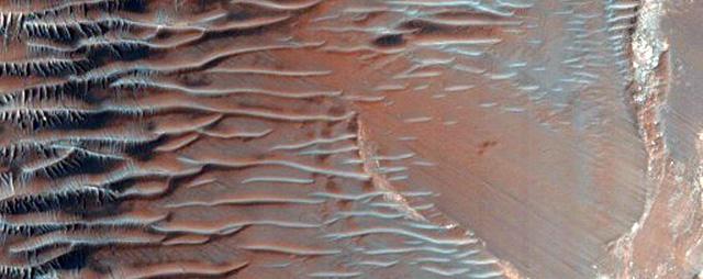 NASA công bố 2.540 hình ảnh tuyệt đẹp về sao Hỏa được ghi lại trong hơn 10 năm - Ảnh 15.