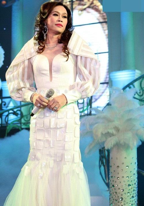 Hoa hậu cũng phải ghen với những hình ảnh này của Hoài Linh - Ảnh 15.